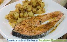 Preparamos un delicioso salmón al vapor con patatas a las finas hierbas en el recipiente varoma con el sabor de la Provenza francesa.