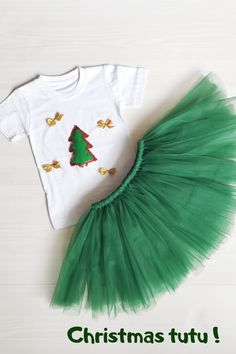 Christmas outfit for girls A Christmas tree made from felt and a ribbon bow Size: T-shirt width 9,4 inch. length 14,9 inch. Tutu skirt 12-18 months - Waist 17 inch., Length 10 inch. 1-2 T - Waist 18 inch., Length 11 inch. Thank you for visiting my shop! #Christmastutu #Babytutuskirt #Greentutu Christmas Tutu, Girls Christmas Outfits, Baby Tutu, Baby Dress, Girls Tulle Skirt, Green Tutu, How To Make Tutu, Ballerina Tutu, Skirts For Kids