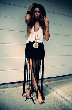 DIY Skirts to Try: Fringe Skirt Tutorials - Pretty Designs Bohemian Mode, Bohemian Style, Boho Chic, Moda Fashion, Diy Fashion, Gypsy Fashion, Fashion Clothes, Fashion Wear, Fashion Trends
