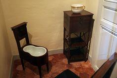 MARIE ANTOINETTE ( nécessaire de toilette - faïencerie ) - Jardin Secret...