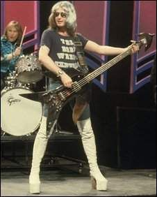 Peter Overend Watts played bass with Mott the Hoople during their glory days with Ian Hunter and Mick Ralphs on guitar. Rock Hall Of Fame, 70s Glam Rock, Ian Hunter, Mott The Hoople, All The Young Dudes, Thin Lizzy, Lucky Luke, Rockn Roll, Artists