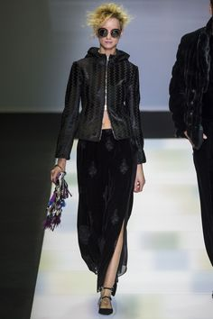 See the complete Giorgio Armani Fall 2016 Ready-to-Wear collection.