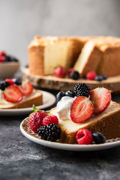 Recipe for a classic Cream Cheese Pound Cake. Delicious served with freshly whipped sweet cream and fresh berries on top. Healthy Cake Recipes, Pound Cake Recipes, Pound Cakes, Cheesecake Recipes, Yummy Recipes, Dinner Recipes, Tube Cake Pan, Cream Cheese Pound Cake, Cream Cake
