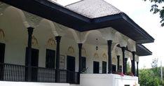 Conacul Bellu din Urlati ar merita sa fie mai bine cunoscut. Are toate datele unui succes muzeal: o arhitectura care nu poate lasa rece pe n... Mai, Romania, Frame, Outdoor Decor, Home Decor, Room Decor, Frames, A Frame, Home Interior Design