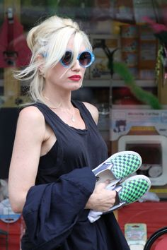 Gwen Stefani (The 5 Celebrities with the All-Time Best Day-off Hair and Makeup Looks)