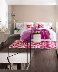 Touches of fuchsia have been used in several places in a popping way to enhance the décor. The second floor of the house has been totally devoted to the bedroom area. The bedroom and bathroom have provisioned in an open plan and have been visually divided by employment of glass panels.{found on micasarevista}