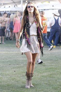alessandra ambrosio at coachella...i love when victoria's secret models are closet hippies :)