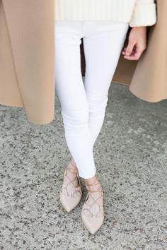 Cream sweater, white pants, camel coat, and nude lace-up flats. Ski Fashion, Daily Fashion, Womens Fashion, Fashion Blogs, Fashion Ideas, Lace Up Ballet Flats, Autumn Winter Fashion, Winter Style, Fall Winter
