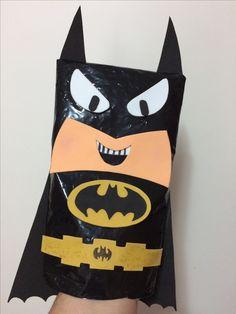 Títere de Batman. Realizado con un sachet de leche dado vuelta y goma Eva de varios colores
