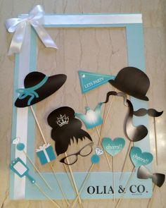 Tiffany's photo booth & props Blu Tiffany, Tiffany Blue Party, Tiffany Theme, Tiffany And Co, Birthday Design, 40th Birthday, First Birthday Parties, First Birthdays, Breakfast At Tiffanys Party Ideas