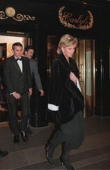December 11 1995 Diana leaving the Carlyle Hotel