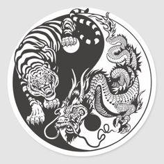 Hip Tattoos Women, Tattoos For Guys, Future Tattoos, Dragon Tiger Tattoo, Dragon Tattoos, Round Tattoo, Tattoo Bauch, Yin Yang Tattoos, Shoulder Tattoos