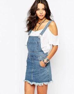 Casual dress by boohoo Pure cotton Non-stretch denim Clasp straps Side pockets Regular fit - true to size Machine wash Cotton Our model wears a UK 4 and is 178 tall Denim Dungaree Dress, Denim Dungarees, Denim Jeans, Overalls, Denim Overall Dress, Overall Shorts, Salopette Jeans, Latest Dress, Stretch Denim