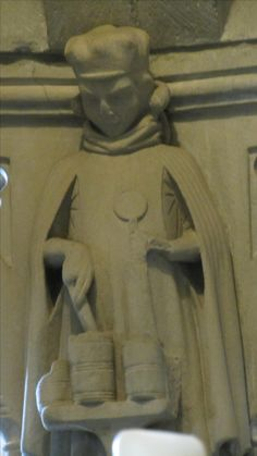 Darstellung des Salbenverkäufers Hippokras im inneren der Mauritiusrotunde im Konstanzer Münster (mitte 13. Jhd.). Zu beachten ist der Gardecorps und der seltsam anmutende Faltenwurf unter den Achseln.