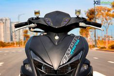 Discover recipes, home ideas, style inspiration and other ideas to try. Aerox 155 Yamaha, Scooter Custom, Scooter Bike, Background Images Hd, Royal Enfield, Riding Helmets, Mercedes Benz, Honda, Scooters