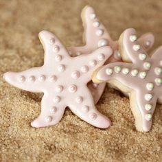 Make a birthday splash with the Mermaid party trend and these sweet starfish cookie treats. Mermaid party food and cake inspiration to compliment to the Bee Box Parties Mermaid Collection.