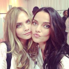 Image via We Heart It #backstage #girls #models #Victoria'sSecret #caradelevingne #barbarafialho #vsfs #instagram #cute #selfie