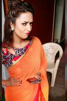 Beautiful Gorgeous ❤⚘ DivyankaTripathi ❤⚘ Shagun Blouse Designs, Choli Blouse Design, Saree Blouse Neck Designs, Dress Neck Designs, Saree Jacket Designs, Stylish Blouse Design, Fancy Blouse Designs, Blouse Styles, Beautiful Gorgeous