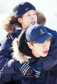 Kwang Soo piggy-backing Ji Hyo Noona - Running Man Running Man Funny, Running Man Cast, Running Man Korean, Ji Hyo Running Man, Lee Kwangsoo, Korean Variety Shows, Kwang Soo, Lucky Ladies, Romantic Moments