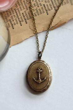 vintage anchor locket necklace.  ❤️❤️