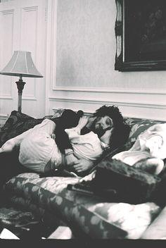 """""""Sabes que estás enamorado cuando no quieres dormir por la noche, porque tu vida real supera a tus sueños."""""""