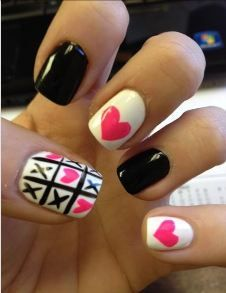 Tic tac toe black, white and pink hearts nail art. #nails #nailart #nailpolish #manicure