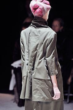 Comme des Garçons Fall 2009 Ready-to-Wear Collection Slideshow on Style.com