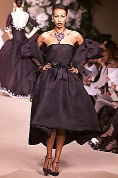 2001 - YSL Couture Show