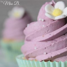 Miss Blueberrymuffin& Kitchen: 10 Topping Basic Recipes for Cupcakes - Fros . Cupcake Toppings, Cupcake Flavors, Cupcake Recipes, Buttercreme Frosting, Cupcake Frosting, Cupcake Cakes, Sweet Cupcakes, Mini Cupcakes, Ganache Cake