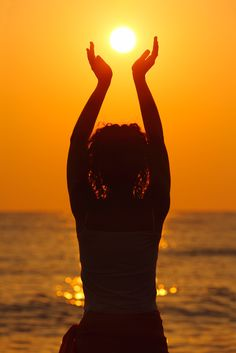 Meditation welcoming the sun: a wonderful way to feel connected to the energy around me and start the day in a balanced, centered way.