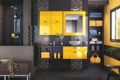 Salle de bain noir et jaune