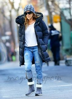 Casual and cosy: Sarah Jessica Parker wore a woolly hat, padded jacket, a white jersey, distressed jeans and boots Julianne Moore, Sarah Jessica Parker, White Jersey, Padded Jacket, Jeans Style, Distressed Jeans, Her Style, Jeans And Boots, Celebs