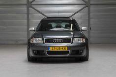 Deze Audi RS6 Quattro Avant C5 uit 2002 in Daytona Grey parelmoer wordt te koop aangeboden in eigen land door Auto's voor Liefhebbers. Het betreft