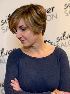 GORGEOUS color dimension on this beautiful short haircut. Hair by Madison. Classic Hairstyles, Latest Hairstyles, Cool Hairstyles, Childrens Hairstyles, Professional Hair Color, Best Hair Salon, Salon Services, New Haircuts, Short Haircut