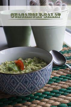 Guacamole-salat med blomkål og tomat.