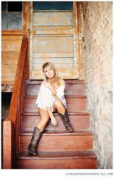 Senior Photography Pose by Live. Laugh. PHOTOGRAPH.   LIKE >> www.facebook.com/livelaughphotograph