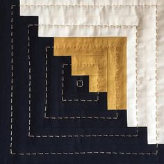 Log cabin with metallic gold thread. Studying Gee's Bend quilter, Linda Pettway. This is a pillow version of one of her quilts. Longarm Quilting, Hand Quilting, Machine Quilting, Quilting Projects, Quilting Designs, Modern Quilting, Diy Log Cabin, Log Cabin Quilts, Log Cabin Patchwork