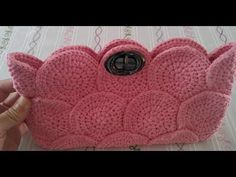 Loved as a Knitting Bag; The stages of knitting bag models, the round motifs we use in bag making, clutch bag models, po . Crochet Clutch Bags, Bag Crochet, Crochet Handbags, Crochet Purses, Crochet Shell Stitch, Bobble Stitch, Purse Patterns, Knitting Patterns, Crochet Patterns