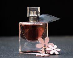 Dime cómo eres y te diré qué perfume usar. Muchas son las personas que atraen especialmente por desprender un aroma sugerente. El aroma es más que una mera esencia que puede cautivar a grandes distancias.