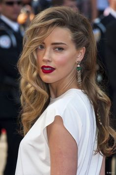 Amazing hair swoop and braid. Amber Heard: rubin-extensions.com