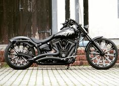 breakout - Motocycle Pictures and Wallpapers Motos Harley Davidson, Custom Street Bikes, Custom Bikes, Motos Retro, Hd Motorcycles, V Max, Harley Bikes, Bobber Motorcycle, Hot Bikes