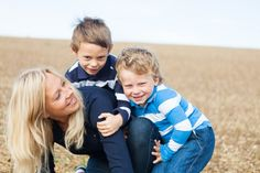 A family session in the heart of the French countryside by Lisa Renault Photographie