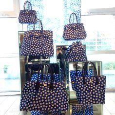 @savemybag ci fa guardare le stelle con la collezione #Stars. Disponibile in tutti i modelli: Miss, Petite Miss, secchiello e borsone unisex.  #bags #borse #savemybag #milano #milan #mfw #style #stelle