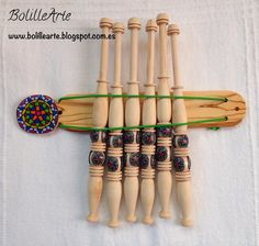 Decoración Artesanal de Bolillos --- Handmade and Decorated Bobbins