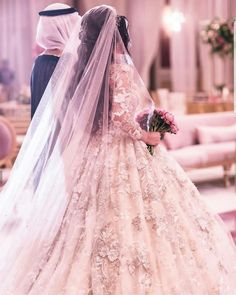 Arab Wedding, Wedding Couples, Beautiful Hijab, Beautiful Bride, August Wedding Flowers, Muslim Couple Photography, Wedding Photography, Romantic Couple Images, Hessian Wedding