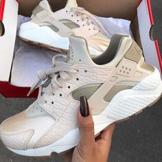 Adidas originali x a infrarossi scarpe marrone chiaro. tutto il giorno.