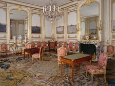 The games room of Louis XVI    This was originally the cabinet des Curiosités of Louis XIV, an extraordinary room of which there are no traces. After several intermediary stages, it is now shown as it was at the time of Louis XVI when it was used as a Games Room. After the meal, the guests would come here for coffee.
