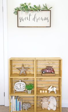 DIY Holzkiste Regal - For the Home - - Decoration Wooden Crate Shelves, Diy Wooden Crate, Crate Bookshelf, Rustic Shelves, Wooden Crates, Wooden Boxes, Wine Crates, Book Shelves, Diy Regal