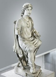 """Cristo docente - IV d.C. - Marmo a tutto tondo - Roma, Museo Nazionale Romano di Palazzo Massimo. Questa statua presente una delle iconografie del Cristo, ovvero il """"Cristo fanciullo""""."""