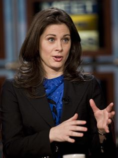 One writer said Erin Burnett came across as self-satisfied, smug and privileged on the new CNN program. Tv Shows Current, Erin Burnett, Amazing Women, Beautiful Women, Newscaster, News Anchor, Cut And Color, Pin Up, Hair Cuts